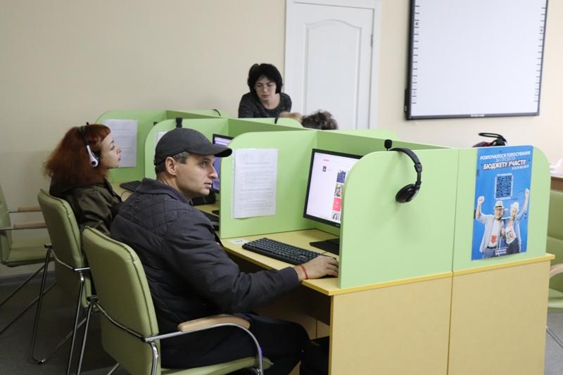 Полтавська бібліотека стала громадським хабом і збирає сотні відвідувачів